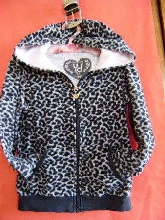 3. Снимка на Тигров суитчър в комплект с блуза