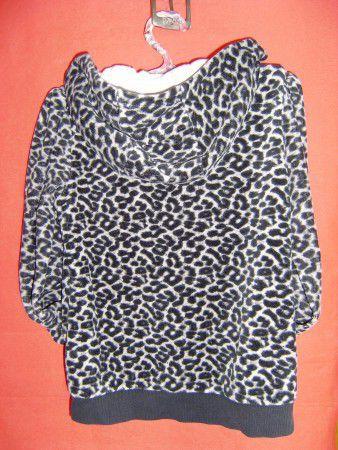 7. Снимка на Тигров суитчър в комплект с блуза
