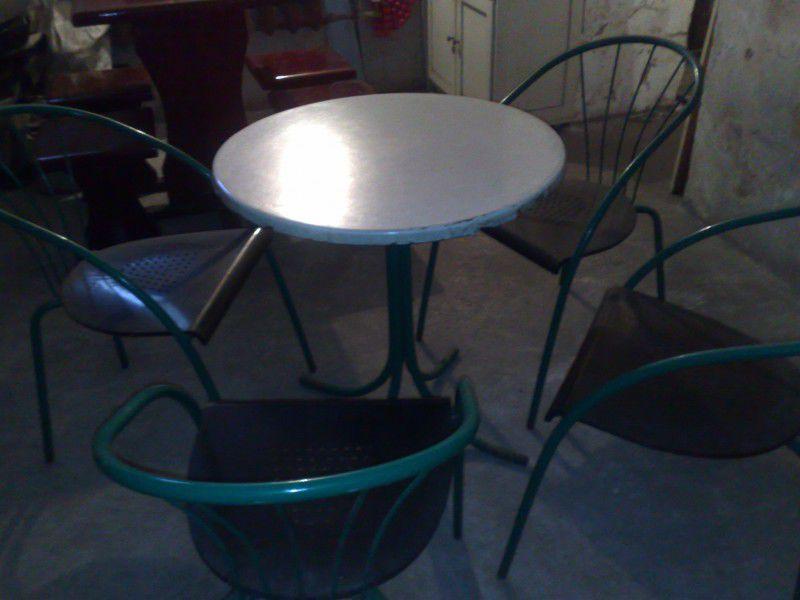 Продавам 6 бр. комплекти маса с 4 бр. стол с облегалки