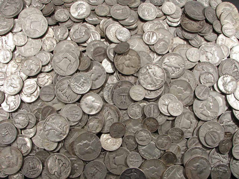 Купувам масови сребърни монети