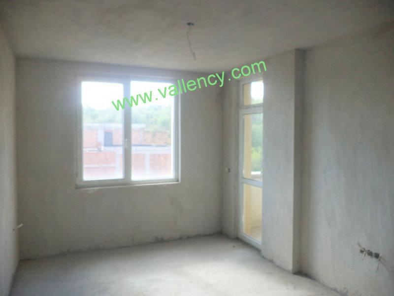 2. Снимка на Тристаен апартамент в квартал Освобождение