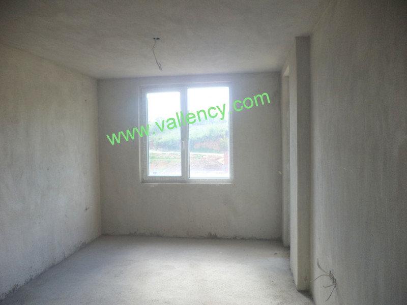 1. Снимка на Тристаен апартамент в квартал Освобождение