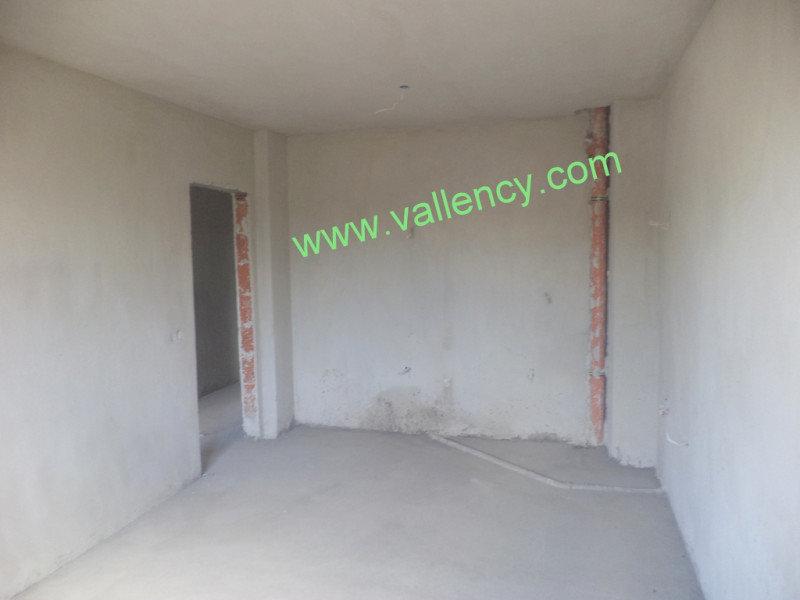 3. Снимка на Тристаен апартамент в квартал Освобождение